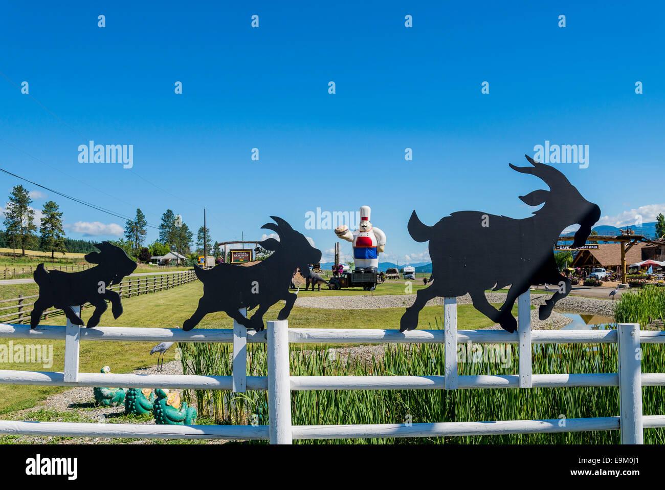 Il granaio di registro, attrazione sul ciglio della strada e memorizzare, Armstrong, Okanagan Valley, British Columbia, Immagini Stock