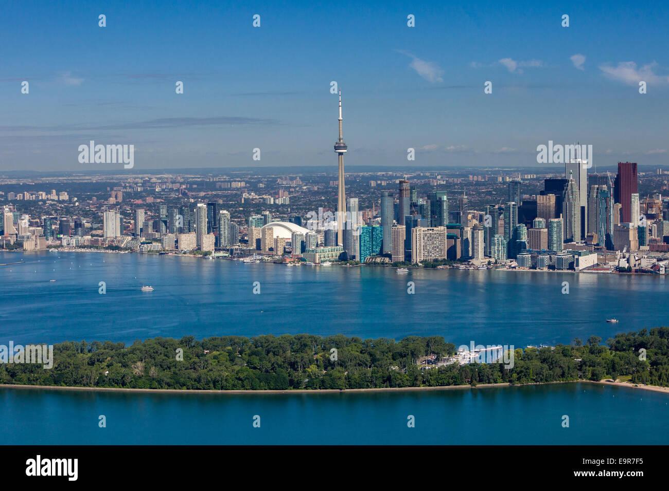 Vista aerea del cielo di Toronto con le isole in primo piano. Immagini Stock