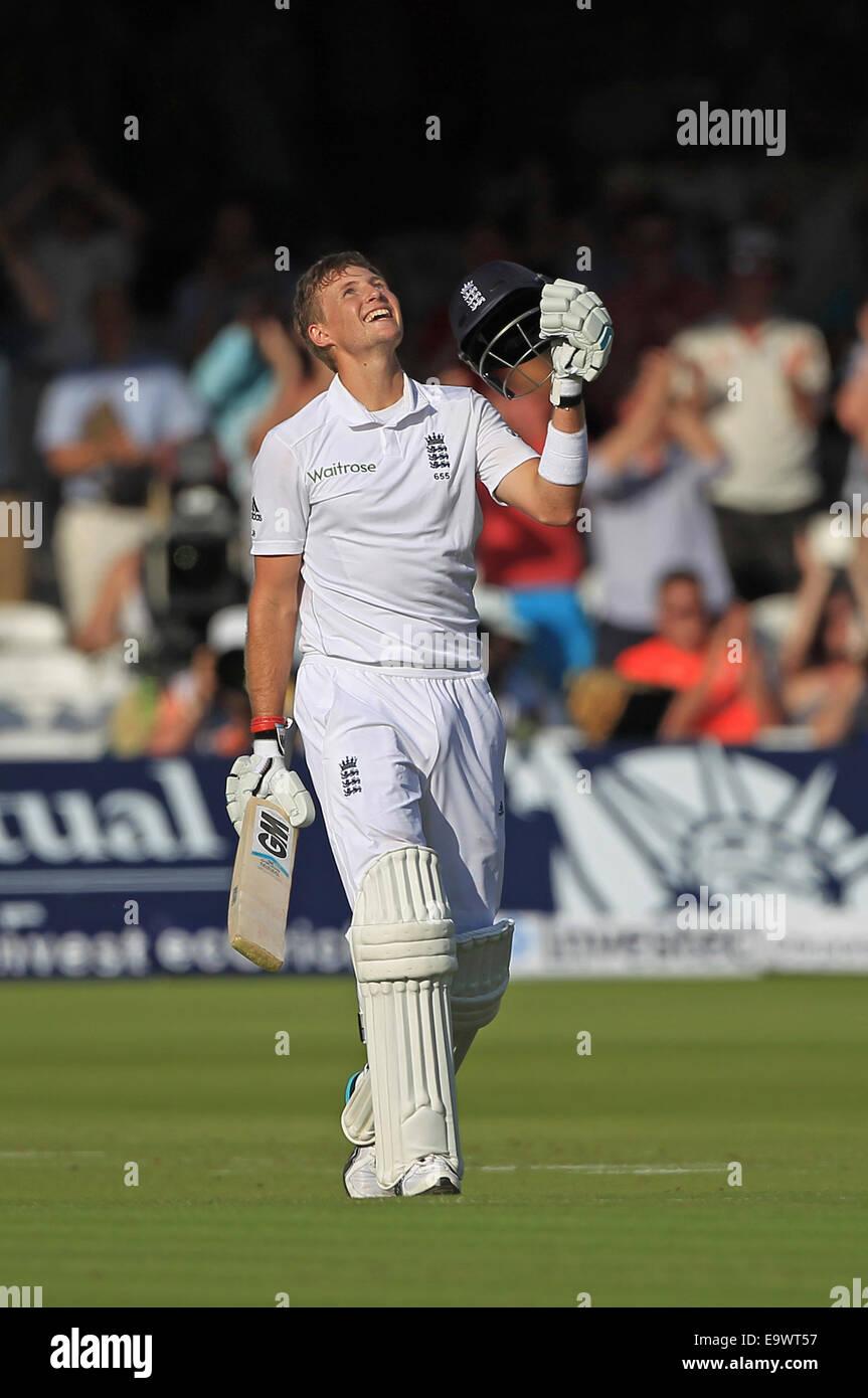 Cricket - Joe radice di Inghilterra punteggio celebra la sua terza prova secolo al Signore Immagini Stock