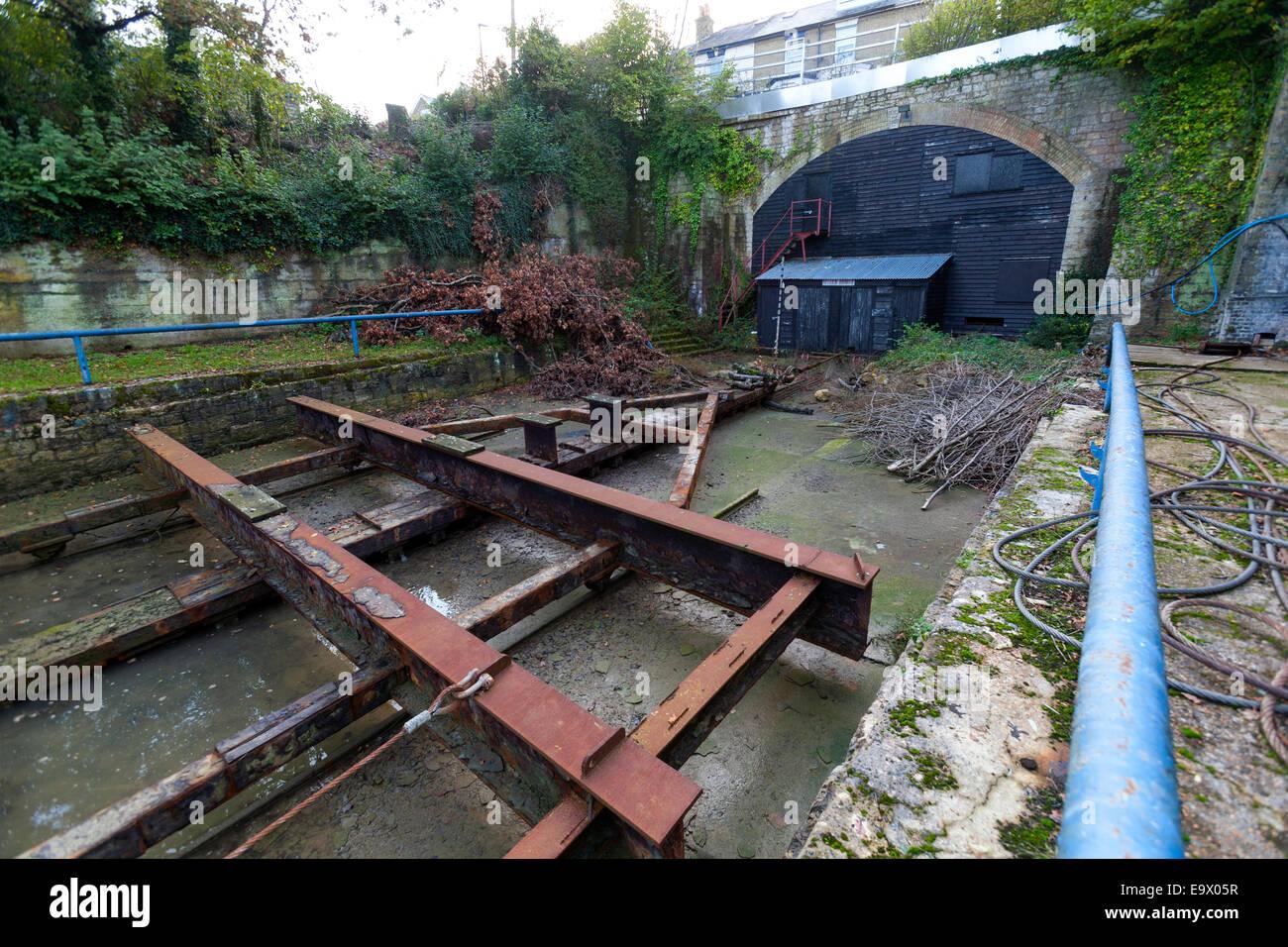 Il vecchio bacino di carenaggio, Britannia Wharf, Cowes, Isle of Wight, England, Regno Unito Immagini Stock