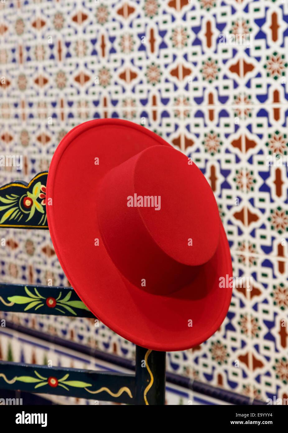 vendite speciali prezzo di fabbrica vendita online Andalusia, Spagna. Cordovan Red Hat sul dipinto a mano sedia ...