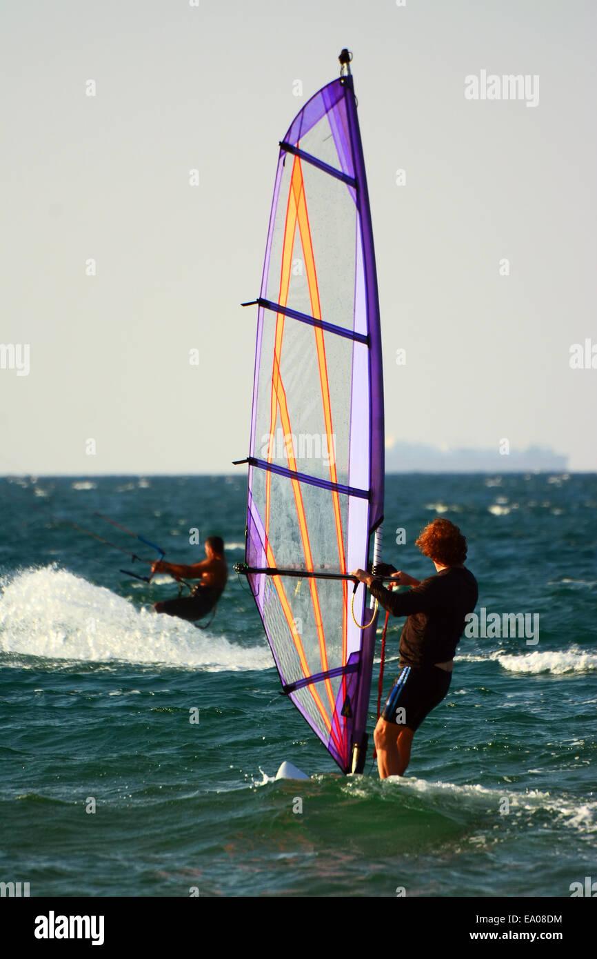 Wind Surf nel mare Mediterraneo Immagini Stock
