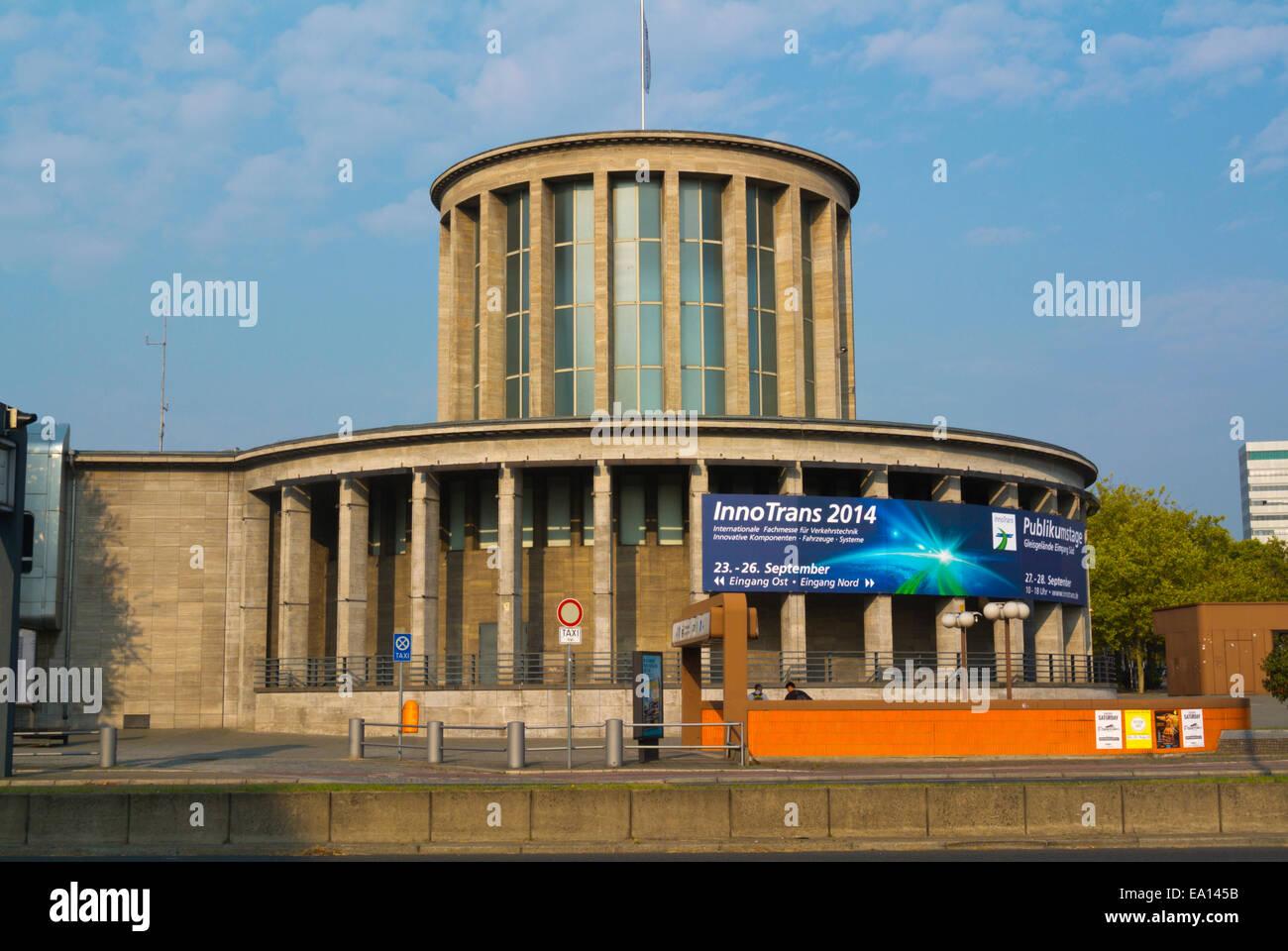 Pavilion sotto Funkturm tower, Messe, del commercio equo e solidale, motivi, Charlottenburg, Berlino ovest, Germania Immagini Stock