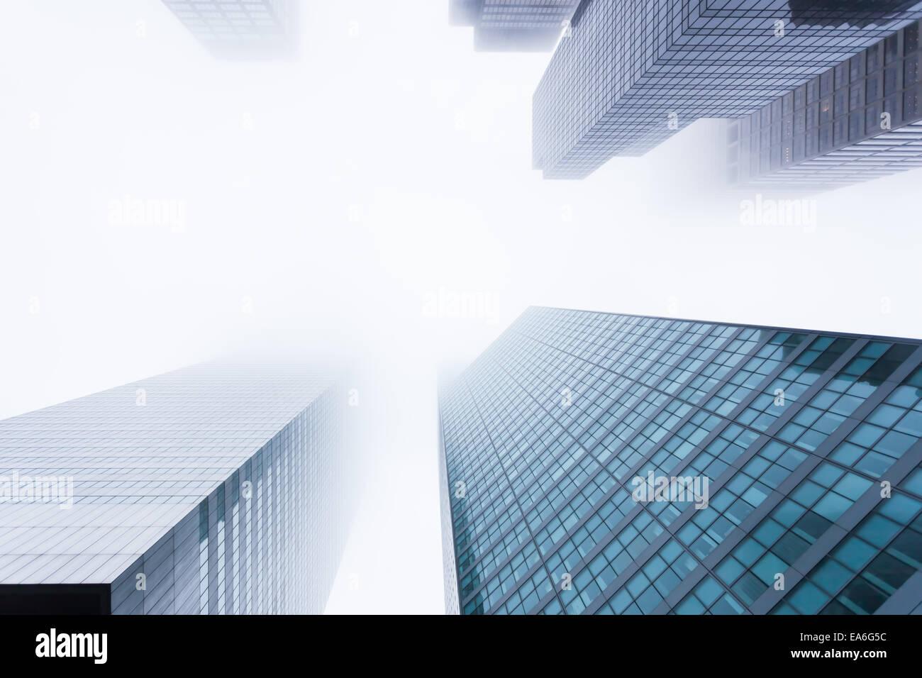 Stati Uniti d'America, nello Stato di New York, New York City, Manhattan, vista dei grattacieli nella nebbia Immagini Stock
