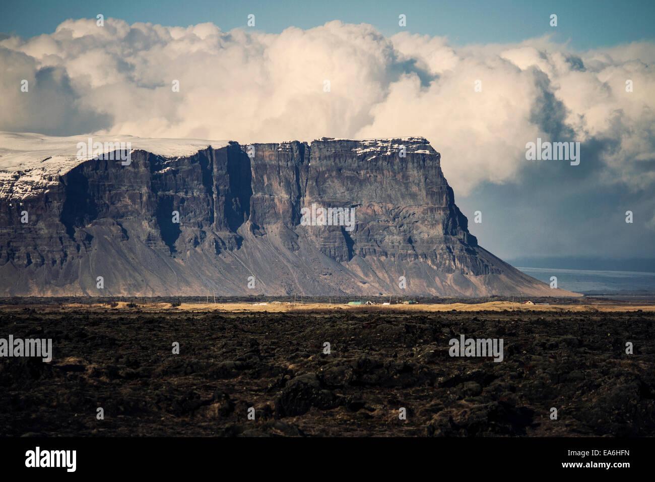 L'Islanda, maestose scogliere Immagini Stock
