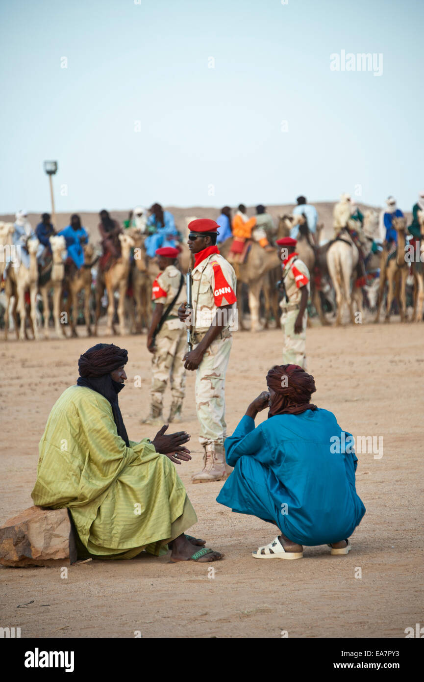 I nomadi Tuareg e militari di Cure Salée festival in Niger Foto Stock