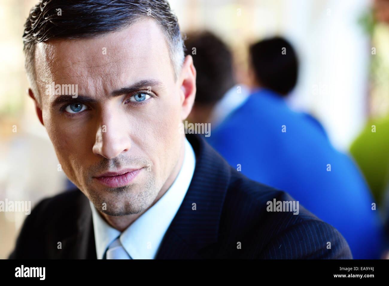 Closeup ritratto di un imprenditore gravi Immagini Stock
