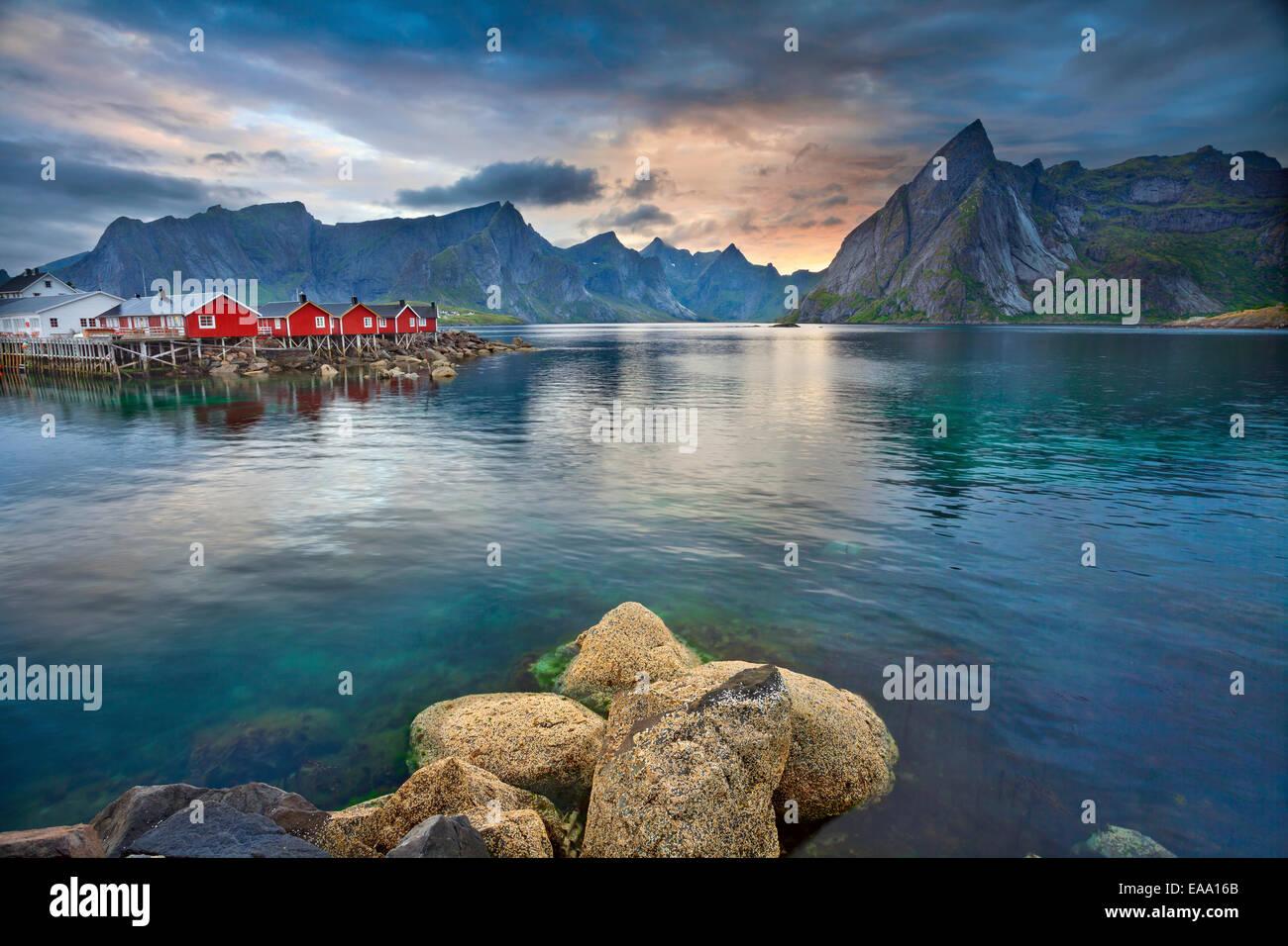 Immagine delle isole Lofoten in Norvegia durante il bellissimo tramonto. Foto Stock