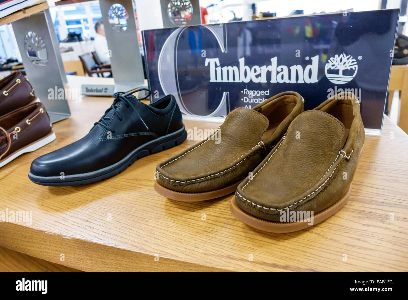 b11401da2e6d6 Miami Florida Macy s department store shopping all interno di vendita moda  display Timberland scarpe uomo