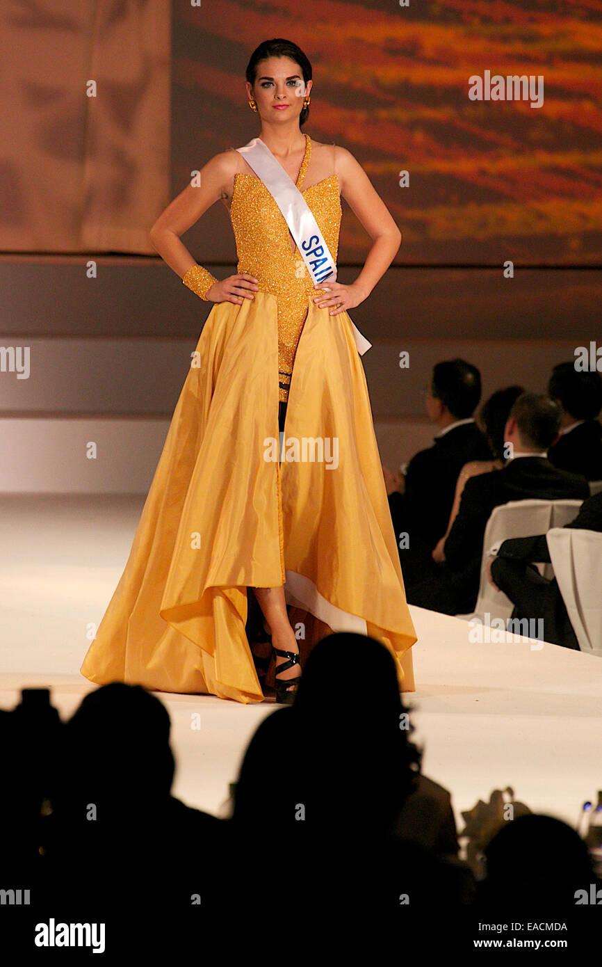 Tokyo, Giappone. Xi Nov, 2014. Miss Spagna Rocio Tormo Esquinas. Miss Spagna Rocio Tormo Esquinas passeggiate lungo Immagini Stock