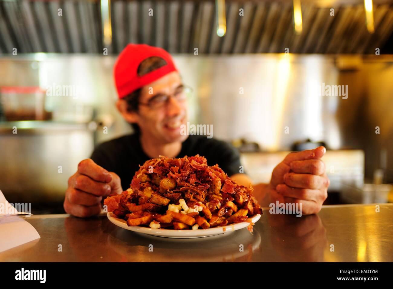 Poutine, un canadese il fast food specialty, Provincia di Quebec, Canada Immagini Stock