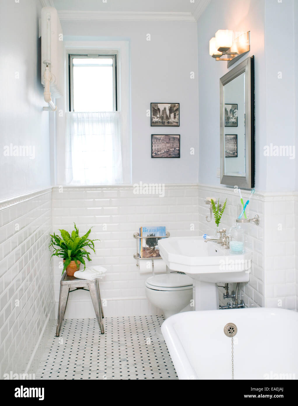 Sink immagini sink fotos stock alamy - Piastrelle bianche bagno ...