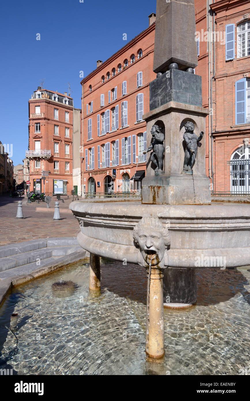 Street Fountain e Red-Brick o architettura in mattoni su Place Etienne Toulouse Francia Immagini Stock