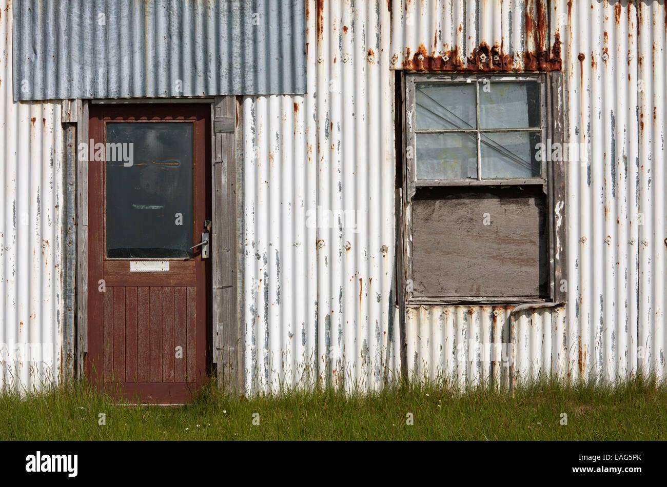 Abbandonati di metallo ondulato house, Kinlochbervie, Sutherland, Scozia Foto Stock