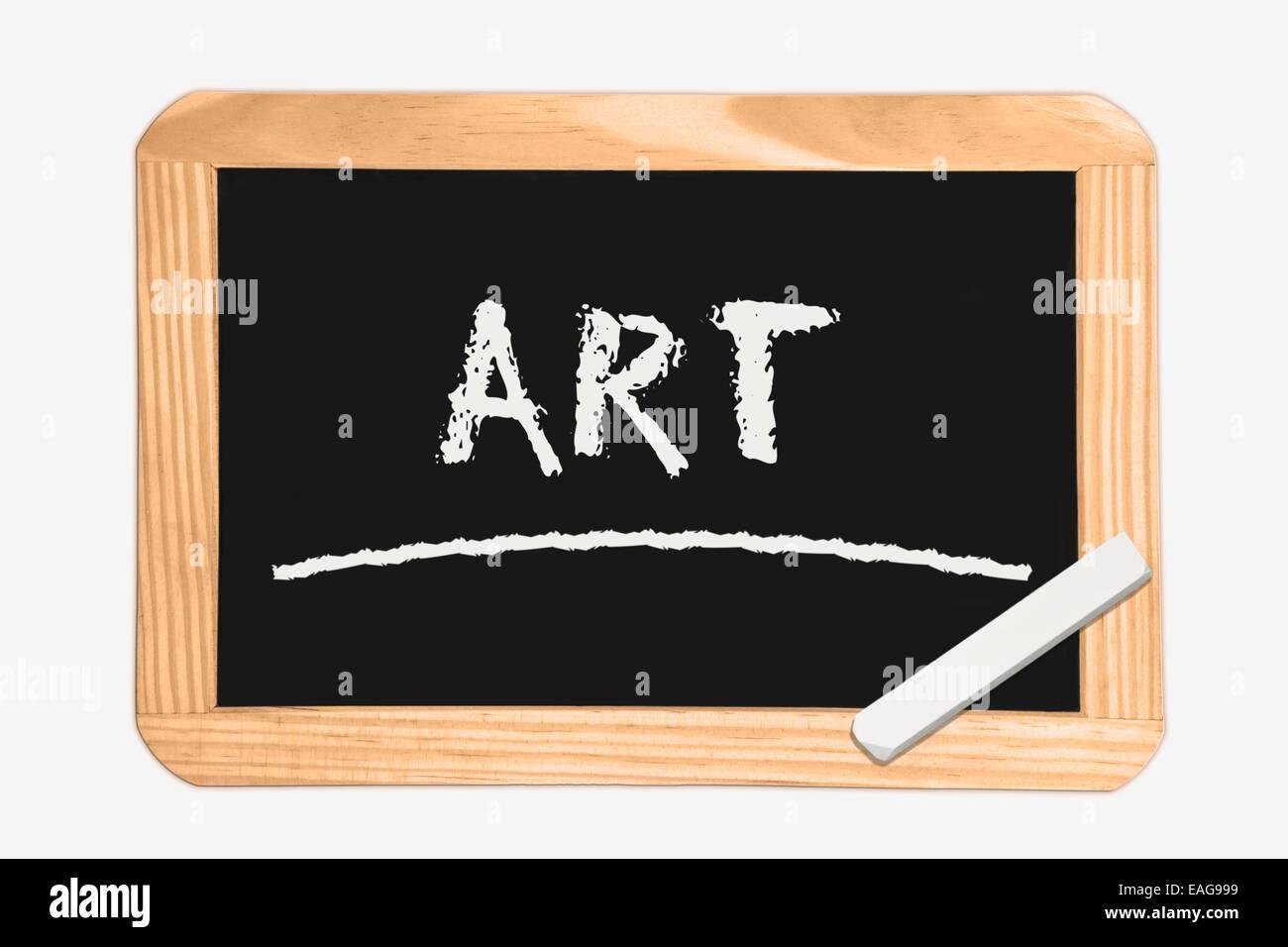 Lavagna con la scritta arte, un pezzo di gesso bianco nell'angolo Immagini Stock
