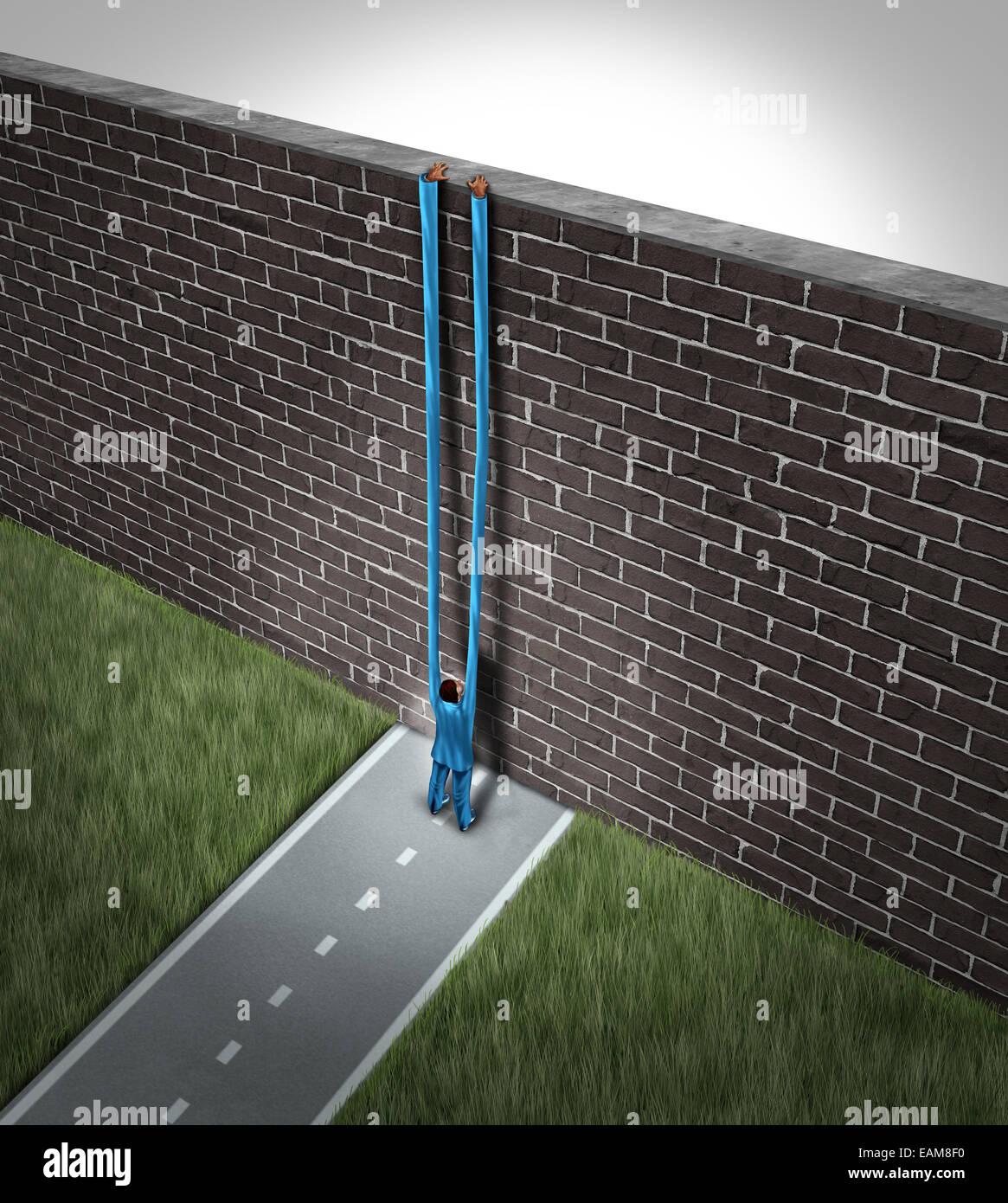 Raggiungere un più alto concetto come una persona con bracci lunghi raggiungendo oltre un muro di mattoni ostacolo Foto Stock