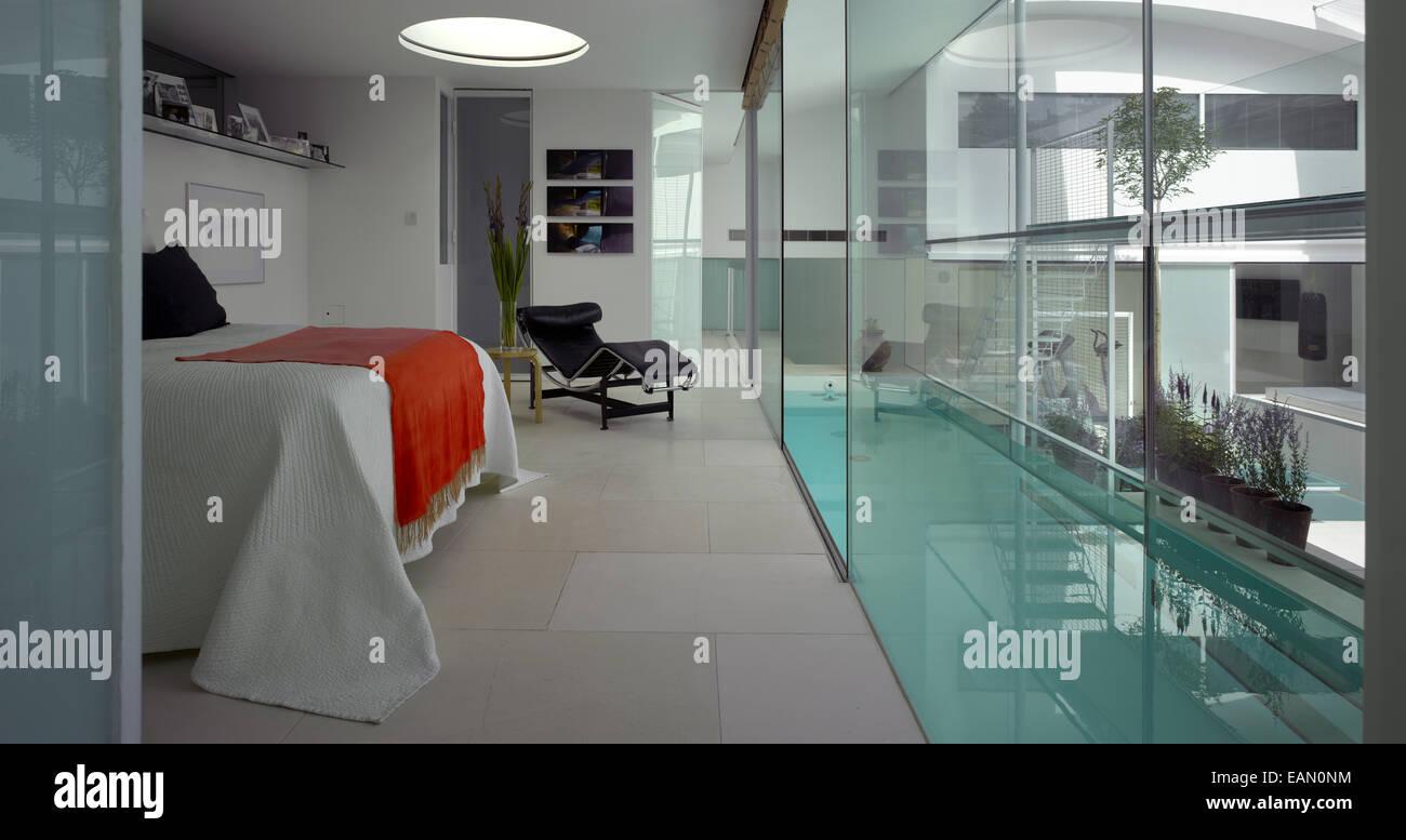Camera da letto con accesso alla piscina lap pool interna ...
