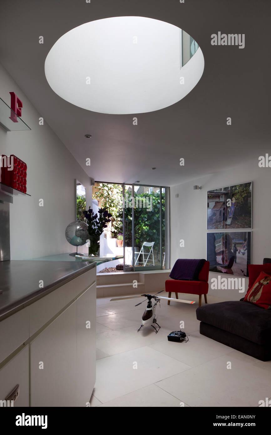Camera per famiglia con accesso al giardino attraverso le porte del patio, casa di lavanda, Hampstead, Londra Immagini Stock
