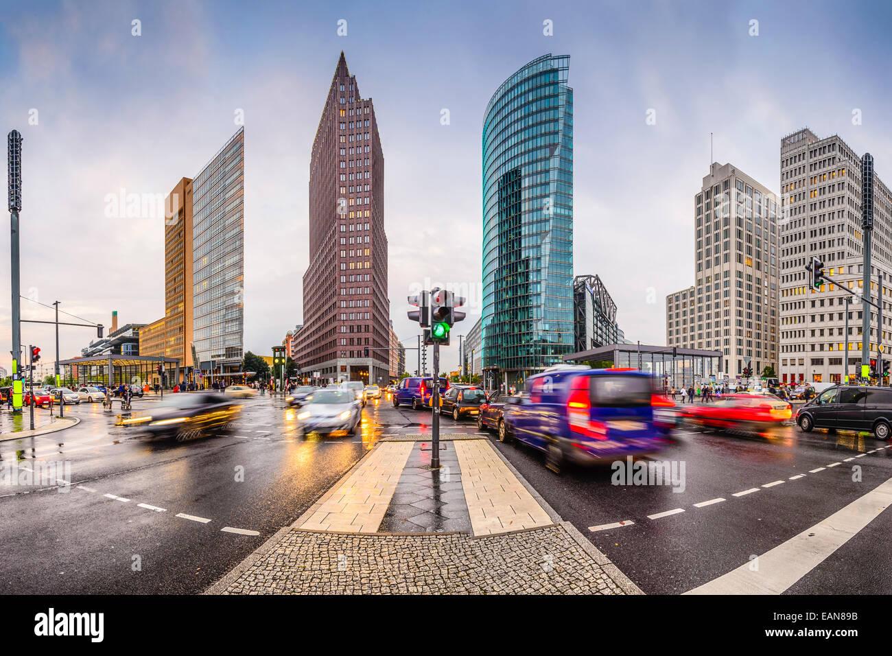 Berlino, Germania skyline della città a Potsdamer Platz il quartiere finanziario. Foto Stock