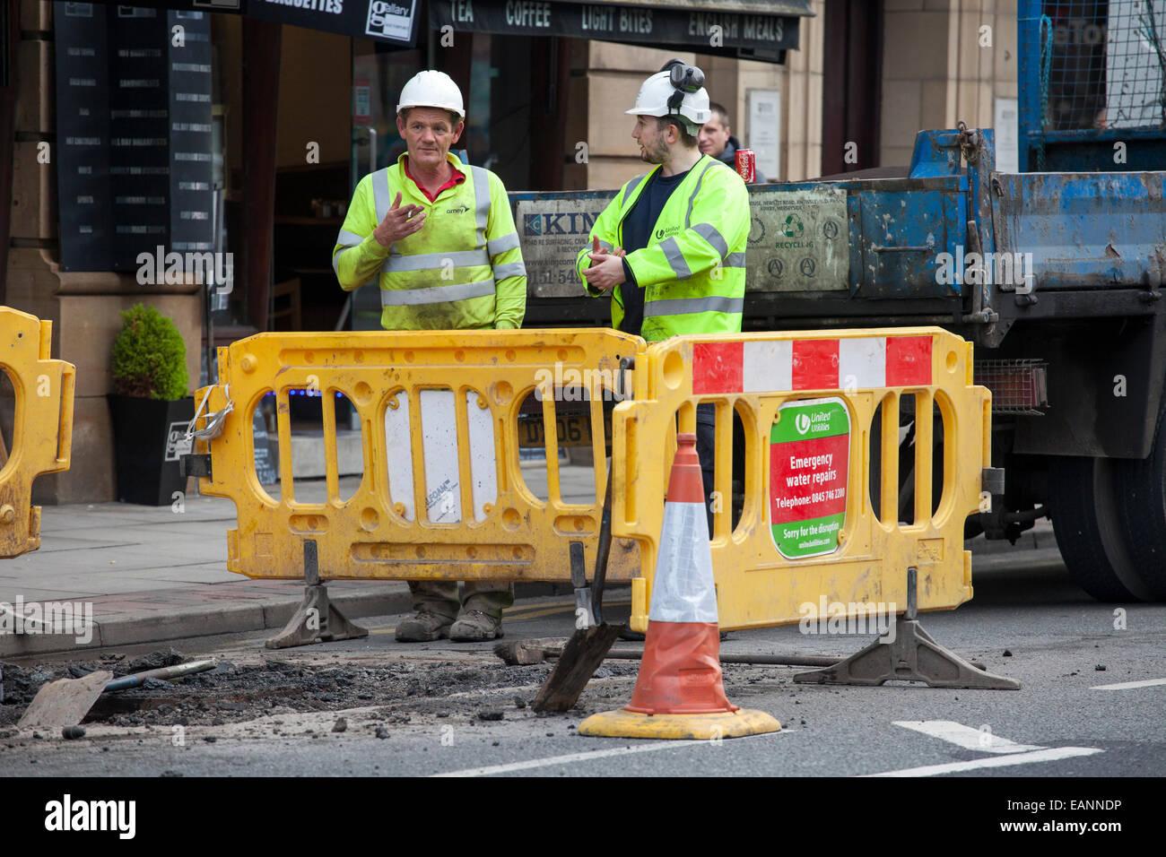 Roadworks le riparazioni stradali resurface resurfacing asfalto asfalto catrame di asfaltatura di strade strada Immagini Stock