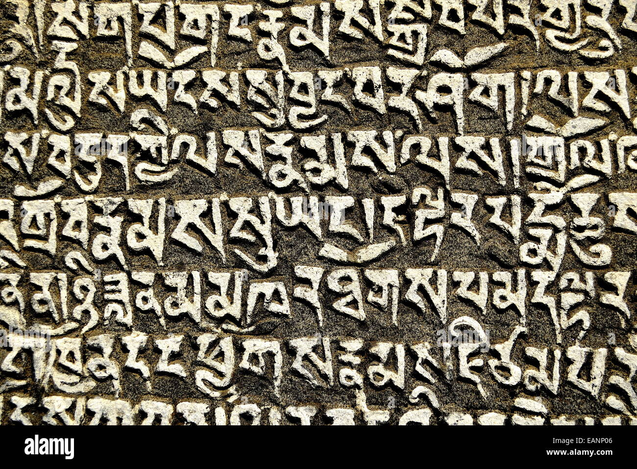 Script nepalese scolpiti sulla roccia Immagini Stock