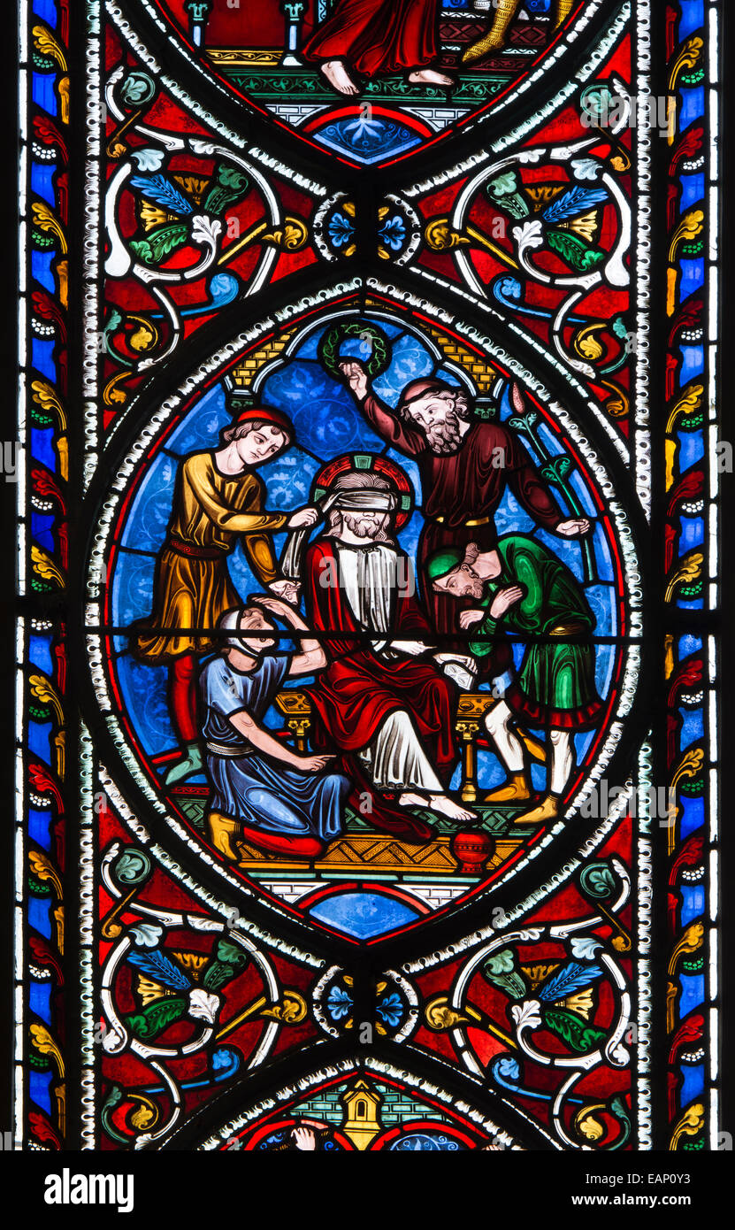 Cristo gli occhi bendati in vetro colorato, finestra orientale, cattedrale di Worcester, Regno Unito Immagini Stock