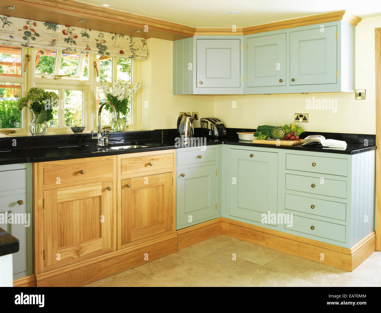 In stile country con cucina verde dotata di unità Foto & Immagine ...