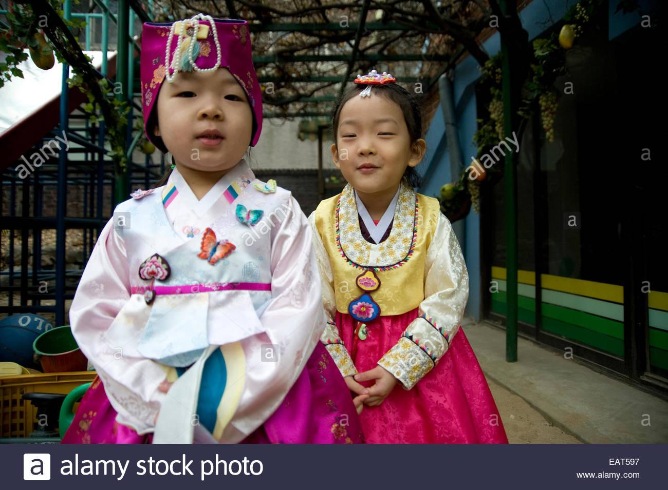 Un Kindergarten class impara circa il nuovo anno lunare tradizioni. Immagini Stock