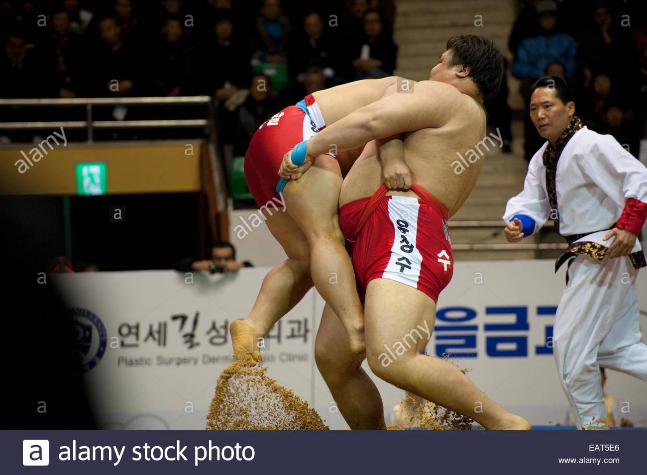 Gli avversari face off a SSireum match wrestling. Immagini Stock