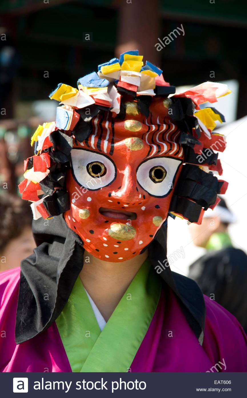 Un attore indossa una maschera o tal, durante il nuovo anno lunare festeggiamenti. Immagini Stock