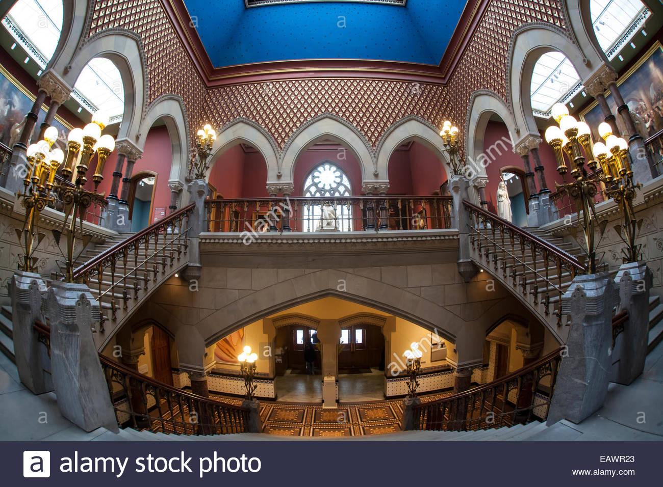 Archi gotici, accentuano la grande scalinata Hall della Pennsylvania Accademia delle Belle Arti. Immagini Stock