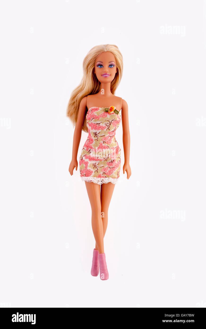 Bambola Barbie, isolato su bianco. Immagini Stock