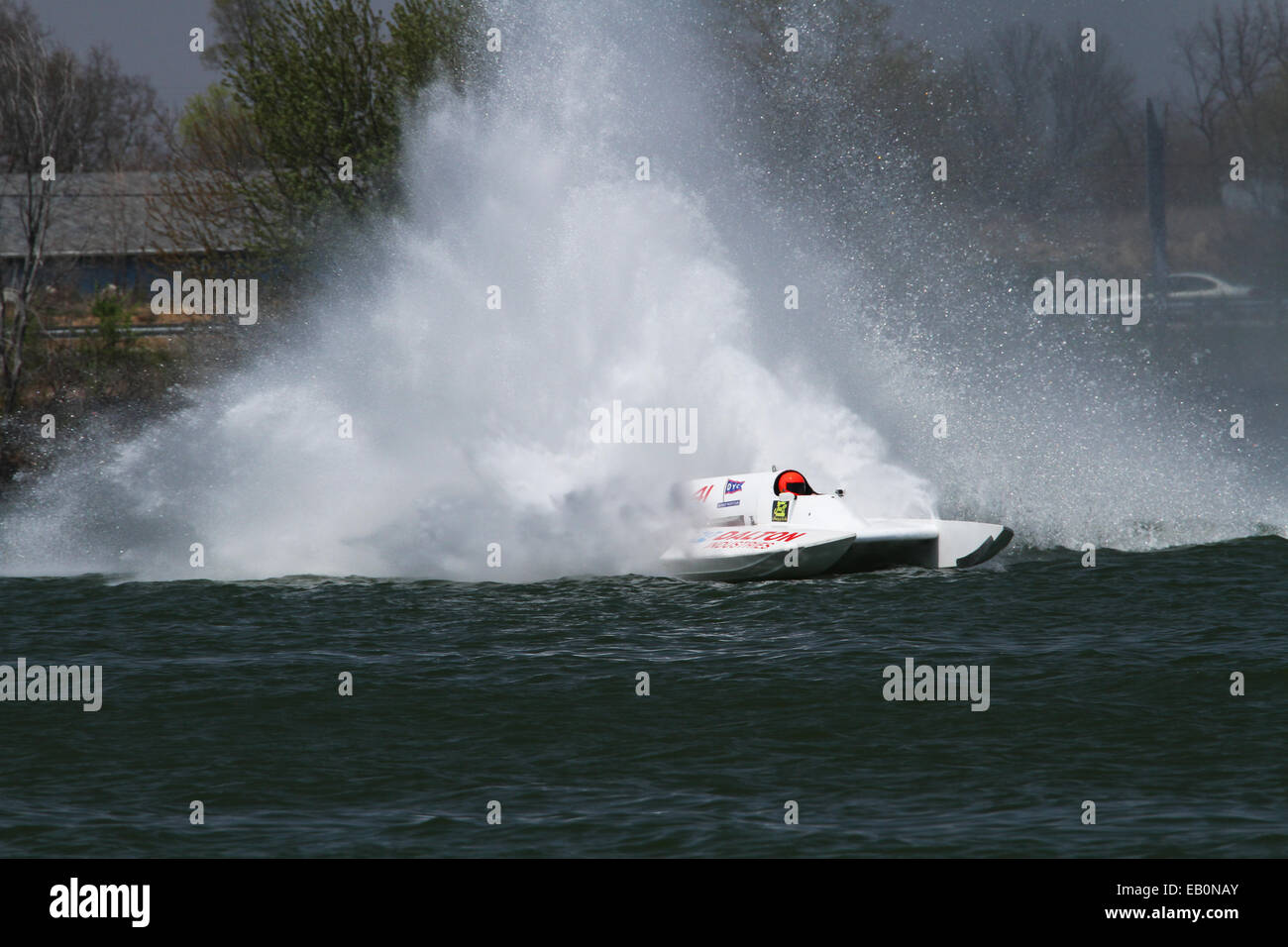 Acqua Splash e coda di gallo creato da gara barca GNH41. 2014 APBA, American Power Boat Association, testare e ottimizzare Immagini Stock
