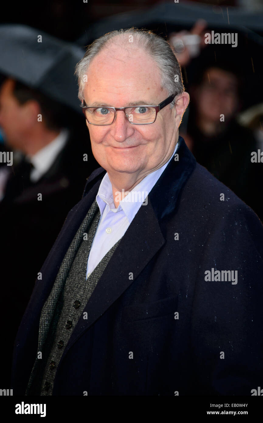 Jim Broadbent presso il world premiere del film Paddington di Londra. Foto Stock