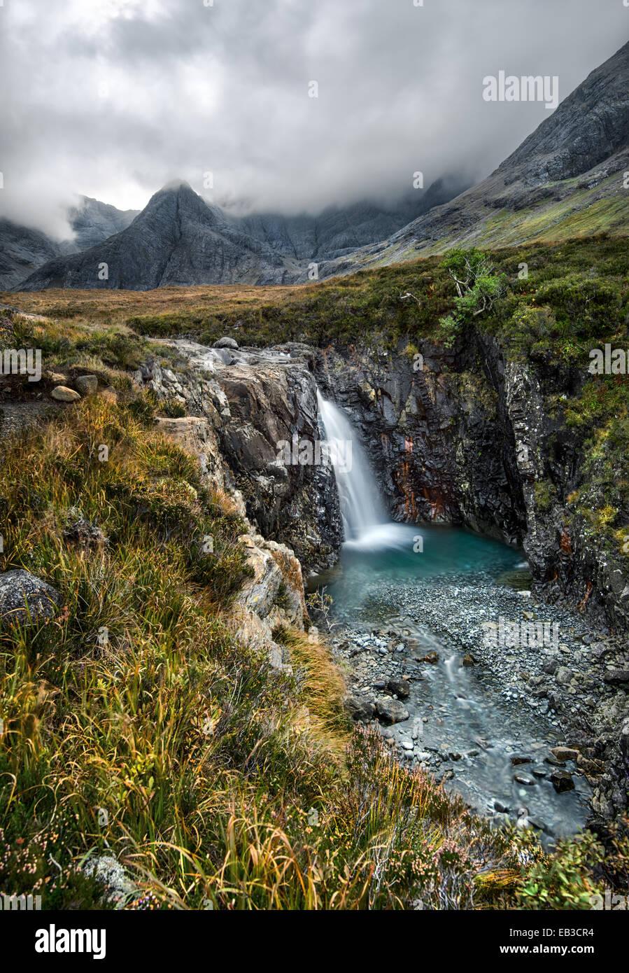 Regno Unito, Scozia, Fata piscine a cascata nebbioso giorno Immagini Stock