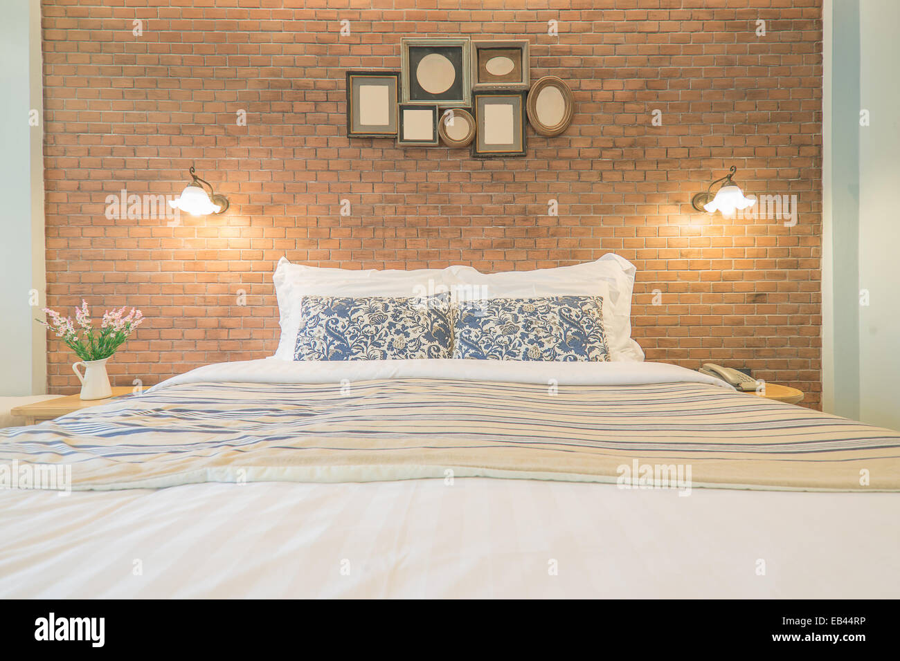 Stile country inglese camera da letto Foto & Immagine Stock ...