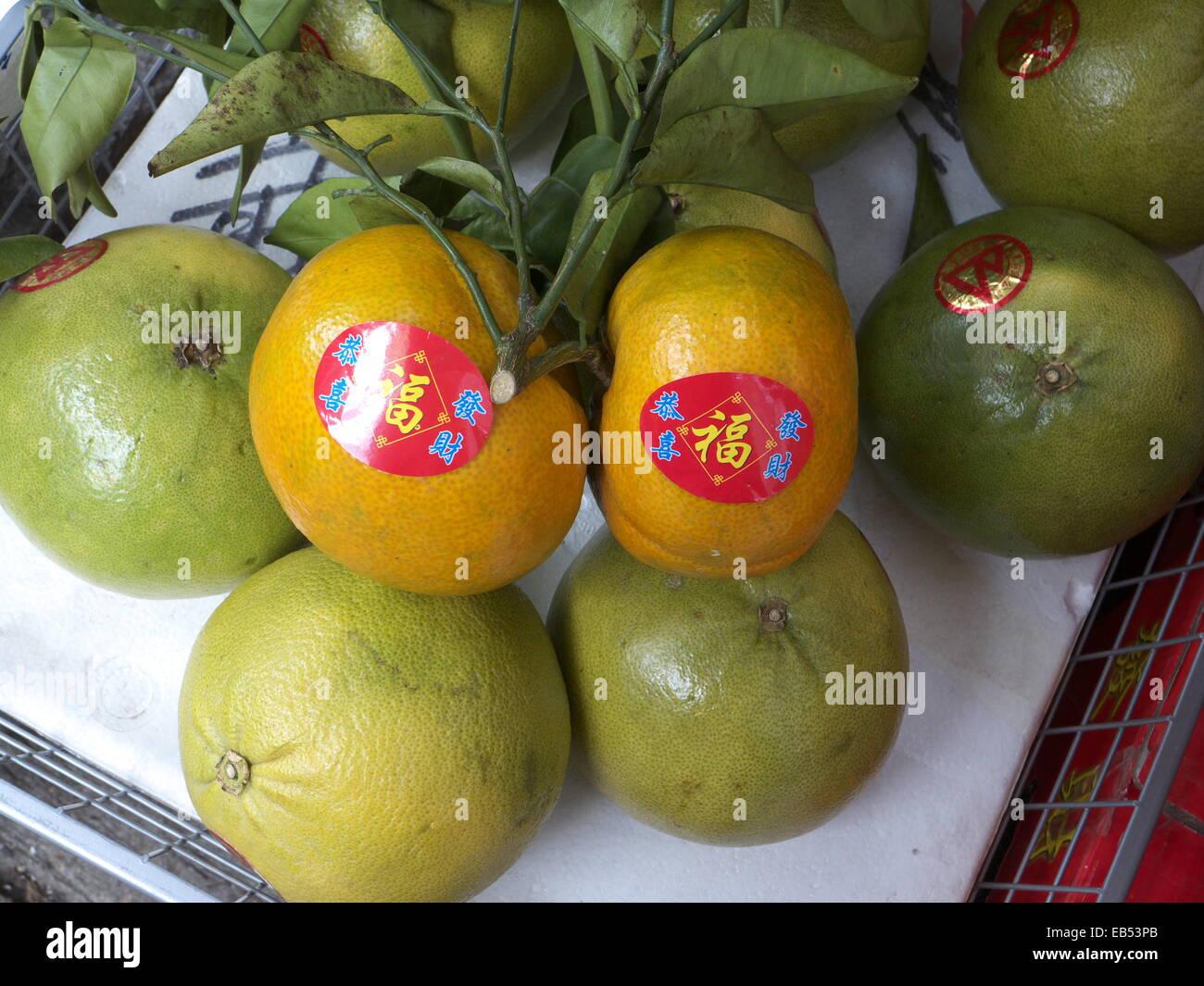 Cina nuovo anno lunare cinese mandarino arancione con doppia etichetta di felicità Immagini Stock