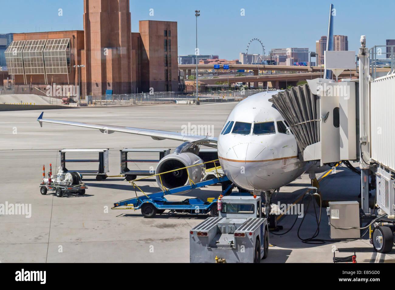 Un aereo commerciale la preparazione per il volo a Las Vegas, Nevada Aeroporto McCarran. Immagini Stock