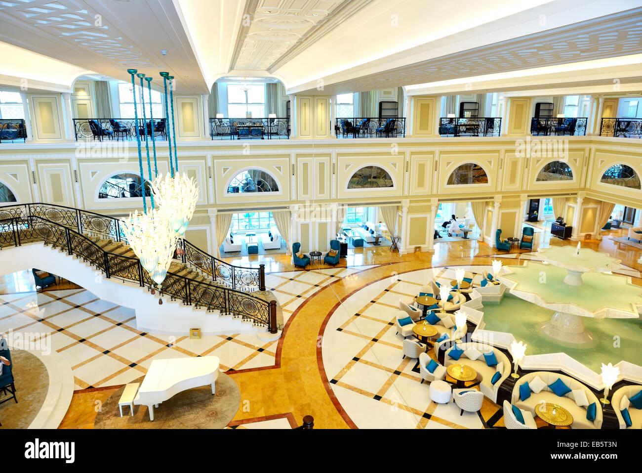 Hotel Di Lusso Interni : Interno della lobby di questo hotel di lusso in illuminazione