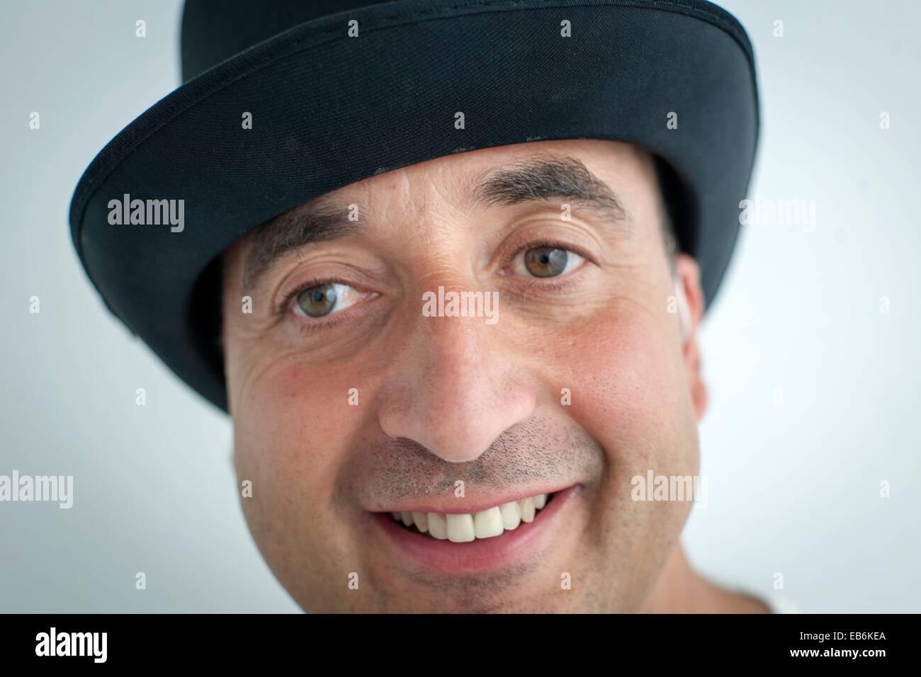 Cara de hombre de mediana edad con sombrero, volto di uomo di mezza età con cappello, Immagini Stock