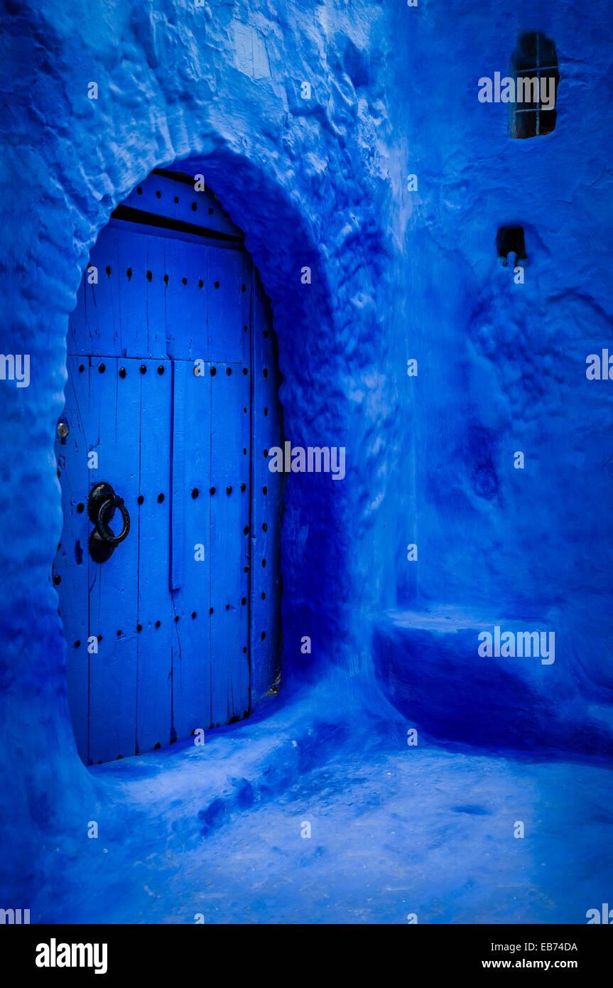 Il BLUE DOOR CHEFCHAOUEN MAROCCO AFRICA Immagini Stock
