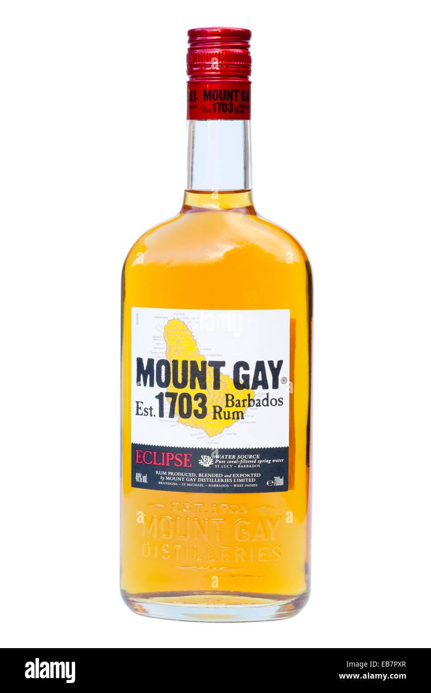 Bottiglia di Mount Gay Rum tagliare o isolata contro uno sfondo bianco. Immagini Stock