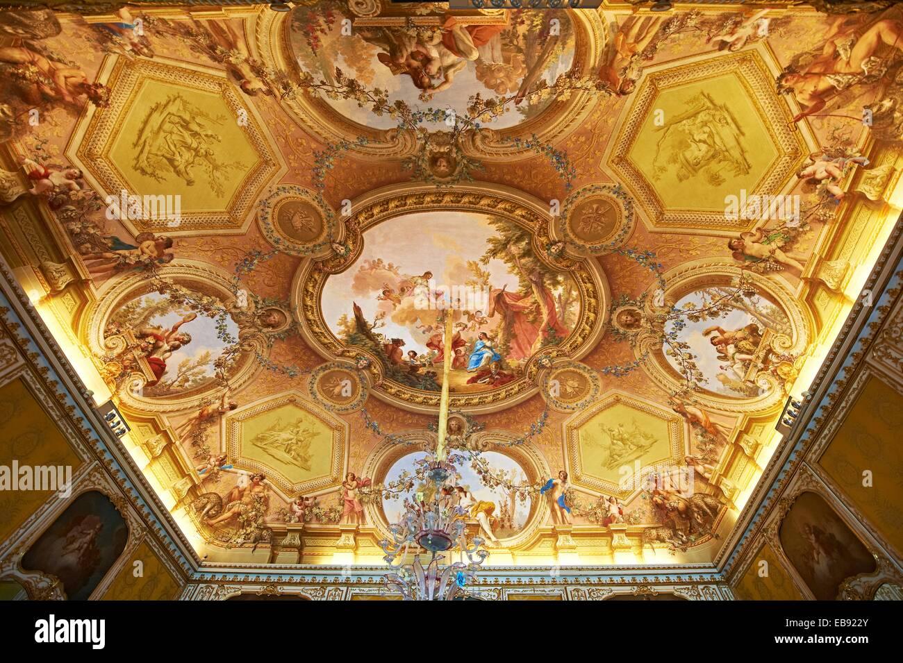 Soffitto A Volta Affrescato : La sala d autunno affreschi sul soffitto a volta raffigurano