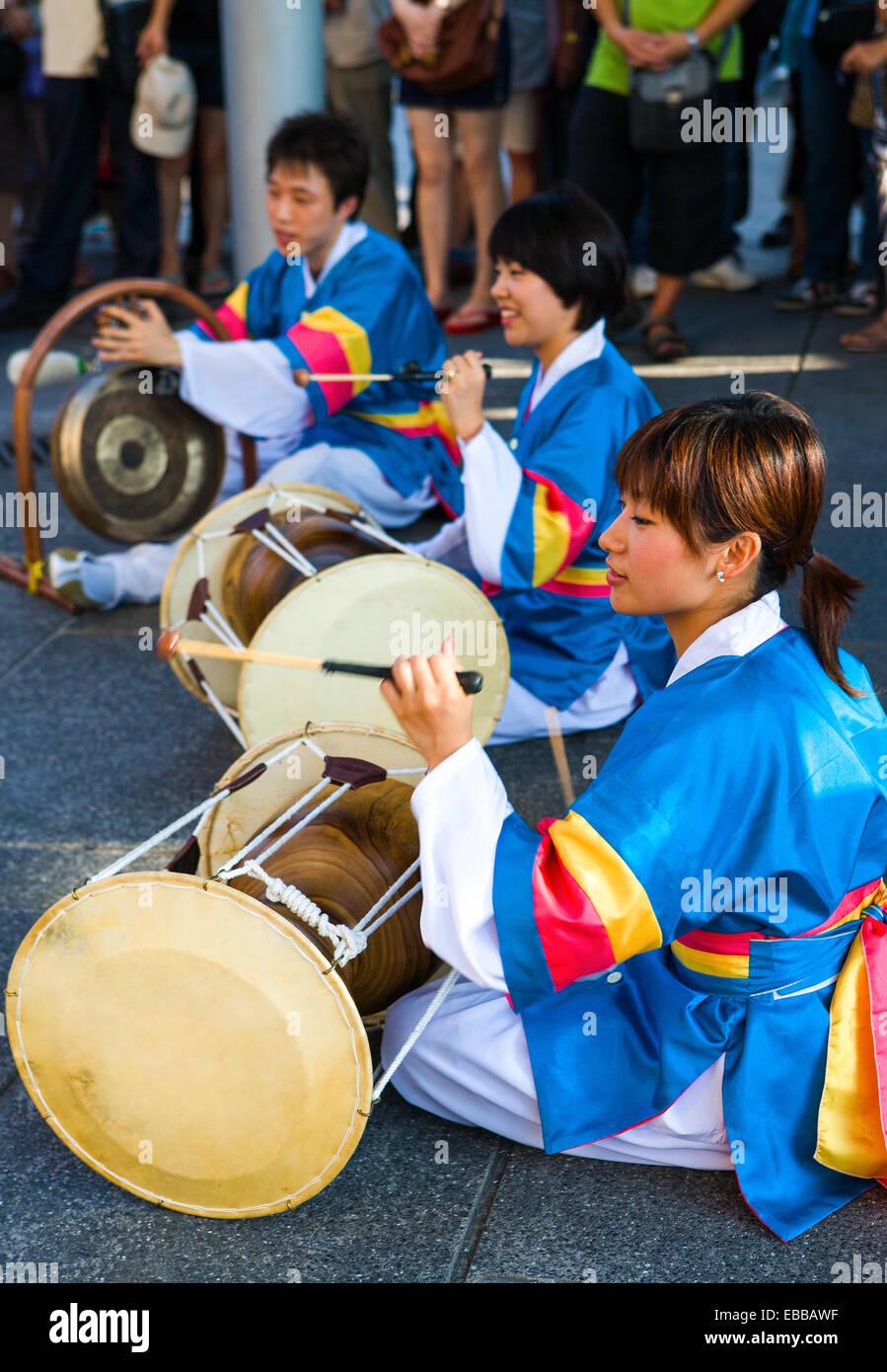 Hong Kong, prestazioni di folklore locale nel Porto Victoria Immagini Stock