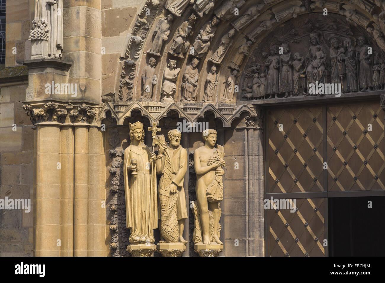Xiii secolo età di età compresa tra architettura arte edificio credenza cristiana chiesa Chiesa di Nostra Immagini Stock