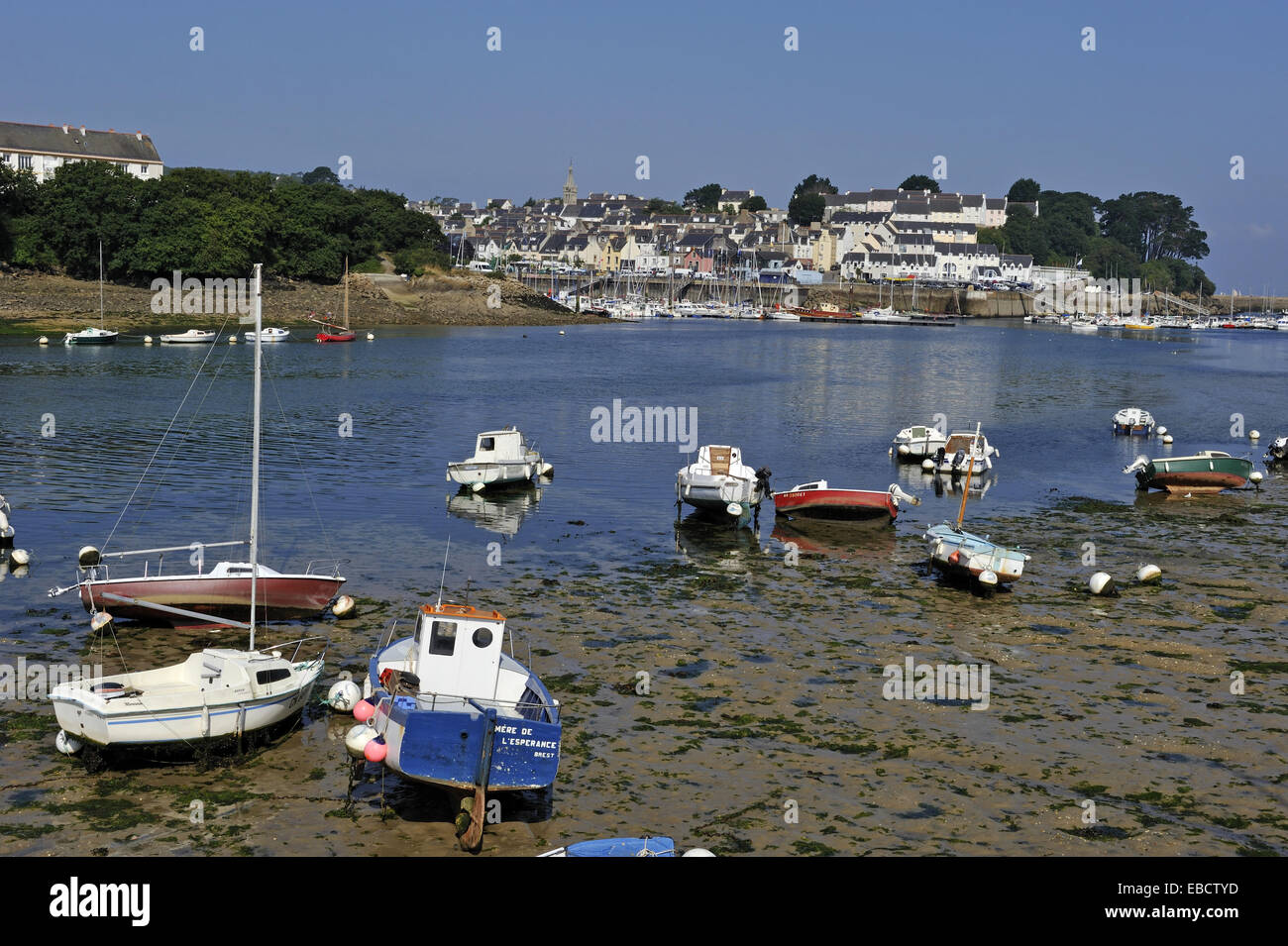 Lungo gli sfondi Atlantico bay barca costa della Bretagna color image cornouaille dipartimento Douarnenez E.U. estuario Immagini Stock