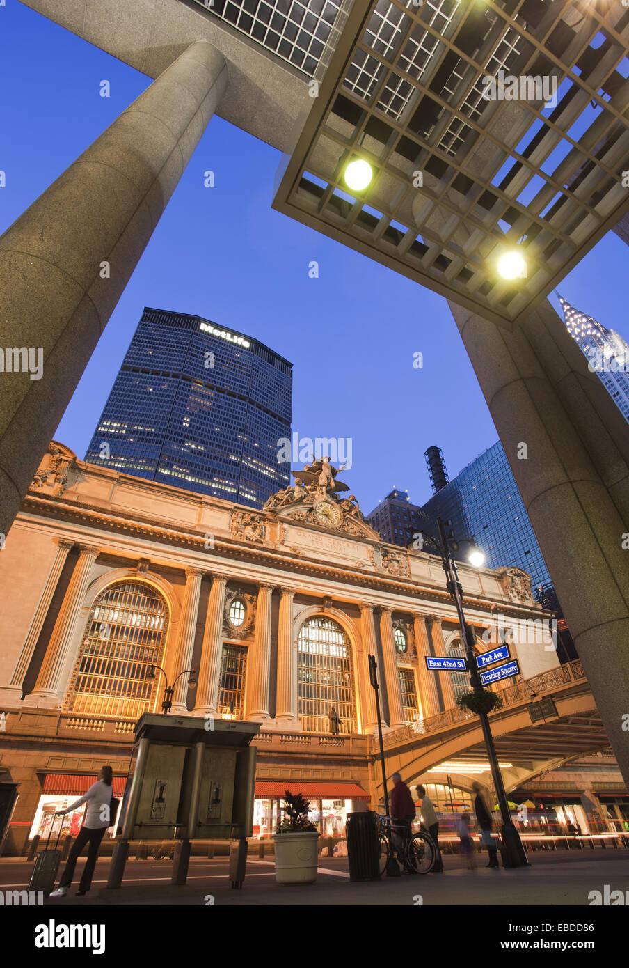 42Nd Street America architettura Edificio Atlantico Costruito città struttura color image colonna telaio di Immagini Stock