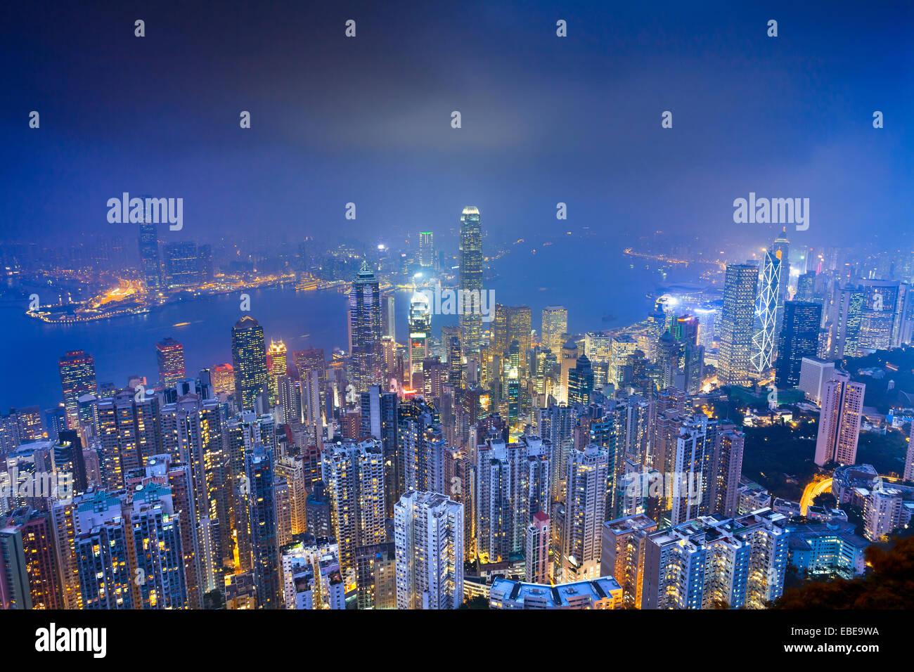 Hong Kong. Immagine di Hong Kong con molti grattacieli durante il blu crepuscolo ora. Immagini Stock