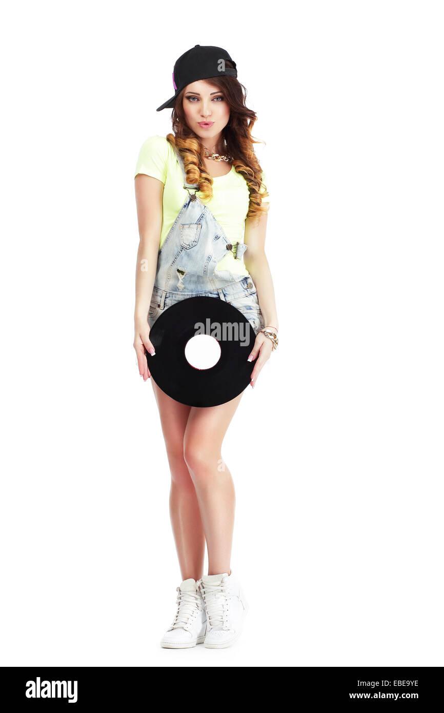 A piena lunghezza Ritratto di donna in Kepi e jeans con dischi in vinile Immagini Stock