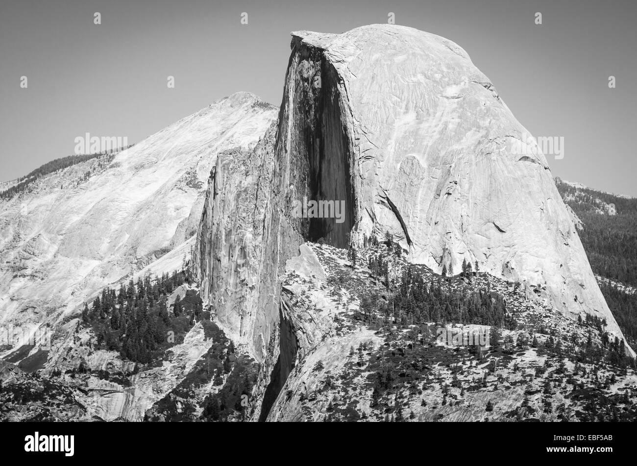 L'iconico mezza cupola come si vede dal punto ghiacciaio nel Parco Nazionale di Yosemite Foto Stock